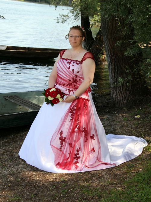 Would you wear a wedding dress with color dressilymes blog purzelkatzes colored wedding dress junglespirit Image collections